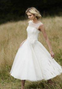 Короткое свадебное платье: модный тренд 2012