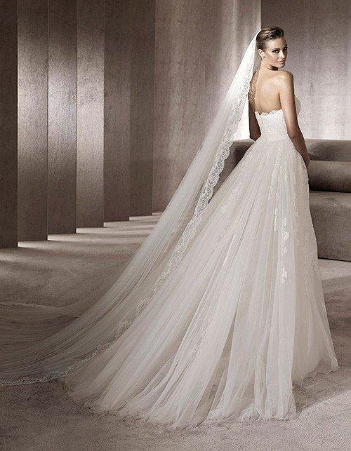 Свадебная мода 2012: в тренде длинная фата и шлейф
