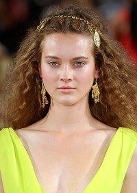 Гофрированные волосы - модный тренд в прическах 2012