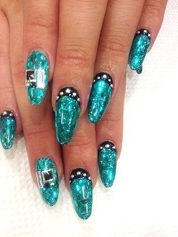 Гламурные ногти со стразами 72