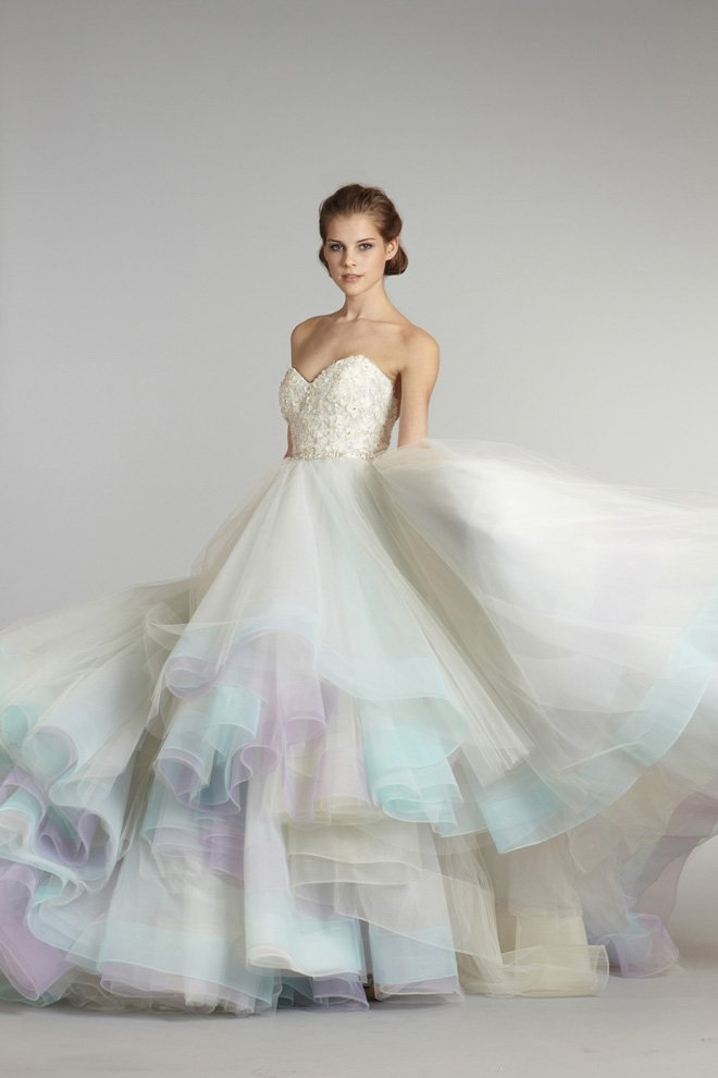 Пышное цветное свадебное платье