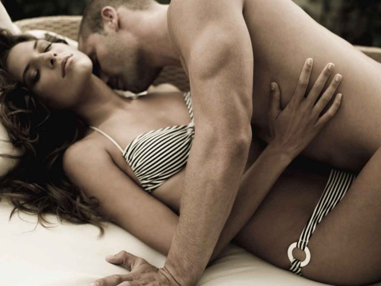 Смотреть онлайн секс на кровати 4 фотография