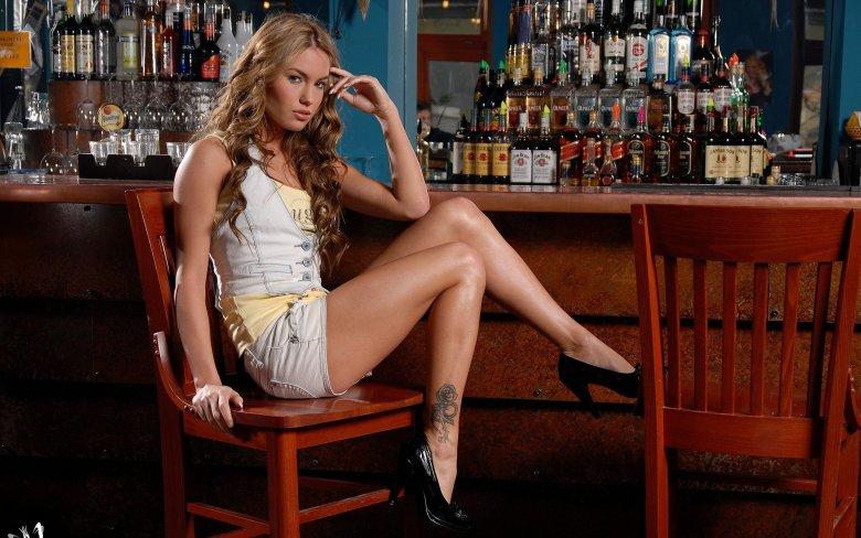 фото девушек в баре