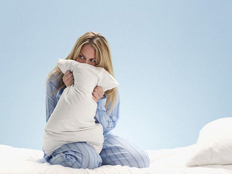 женщина в постели как проститутка