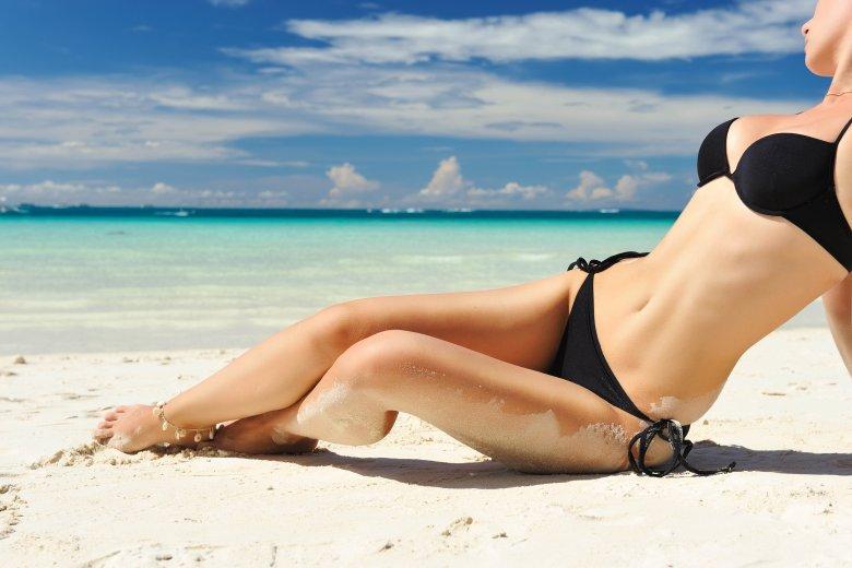 Фото девушек на пляже белом