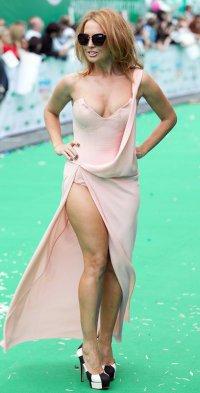 Модные ошибки: как не надо носить платье с разрезом