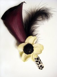 Бутоньерка жениха из каллы: фиолетовый и желтый