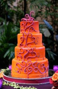 Яркий оранжевый свадебный торт