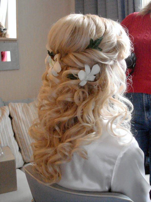 Свадебная прическа на нарощенные волосы
