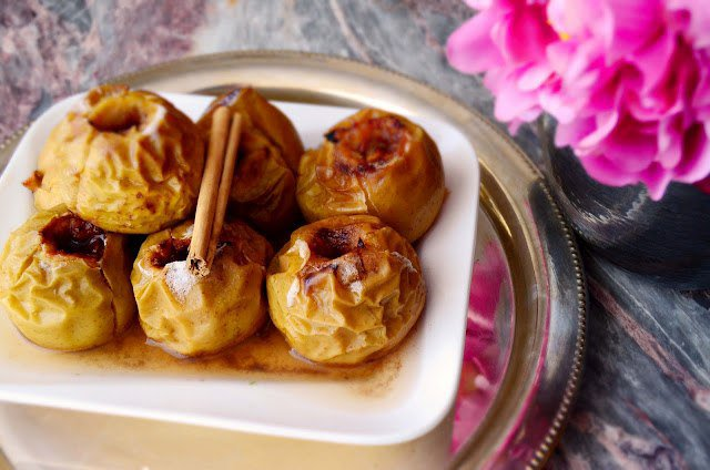 Запечённые яблоки с корицей рецепт