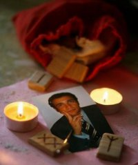 Как приворожить парня на свечах
