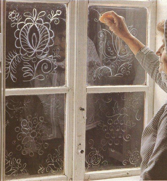 Узор на стекле своими руками пастой