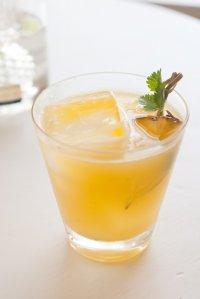 Новогодние коктейли с шампанским: «Ананасовый рай»