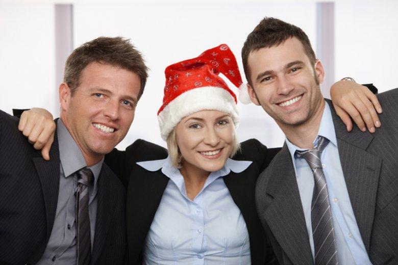 То подарить коллегам по работе на новый год