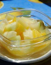 Яблочный салат с виноградом, ананасами и бананами