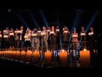 Участники и наставники шоу The Voice исполнили «Hallelujah» в память о жертвах стрельбы в Ньютауне