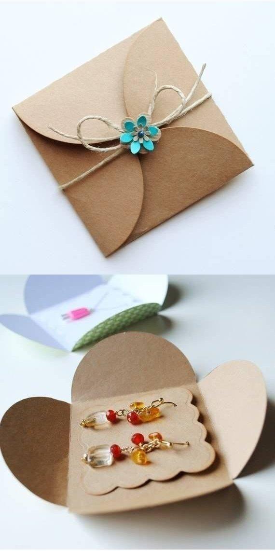 Подарочный конвертик из картона для украшений