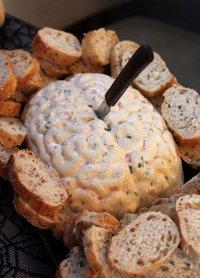 Блюда на Хэллоуин: дип в виде мозга