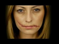 Простой макияж на Хэллоуин: разорванные губы