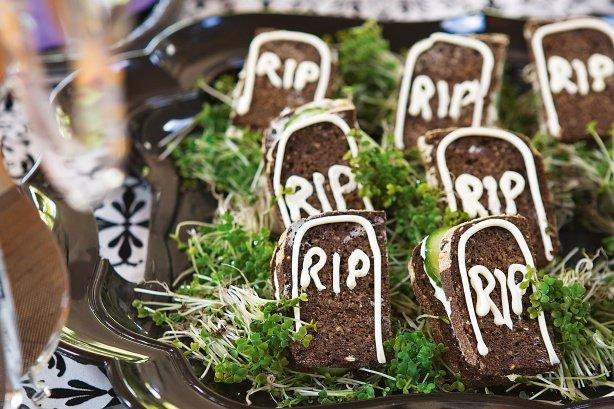 Кладбищенские бутерброды на Хэллоуин