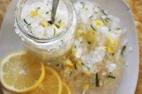 Домашняя соль для ванны с лимоном и розмарином