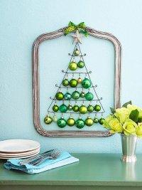 Идея украшения дома на Новый год, или елка из проволоки и игрушек