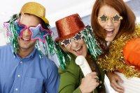 Как пережить новогодний корпоратив: советы для одиноких