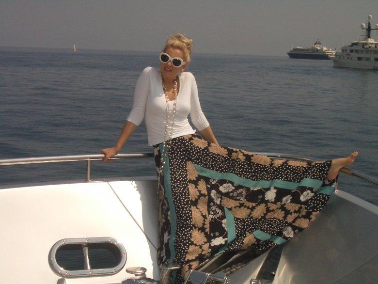 Лена Ленина хочет купить остров