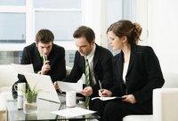 Как сидеть во время деловой беседы