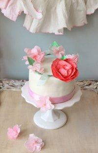 Венок из цветов для украшения торта