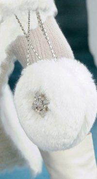 Меховая сумка - обязательный аксессуар холодного сезона