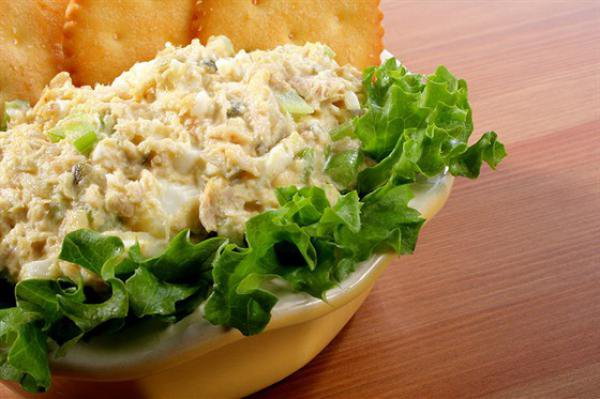 Рыбный салат с грибами с фото