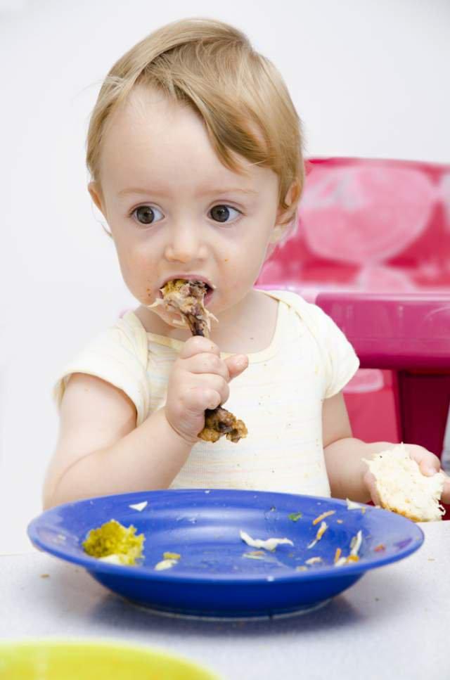 Как приучить ребенка ко «взрослой» еде