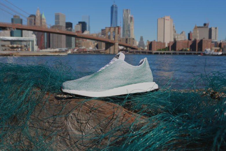 Кроссовки из океанического мусора