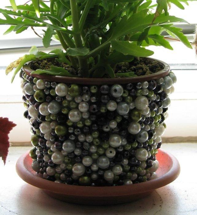 Декор цветочного горшка бусинами
