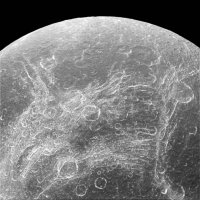 NASA опубликовало снимки Дионы