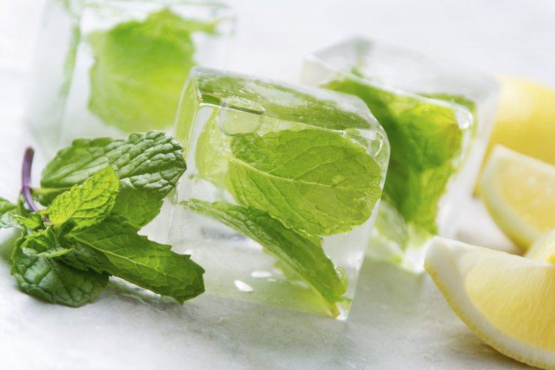 Массаж лица льдом с эфирными маслами