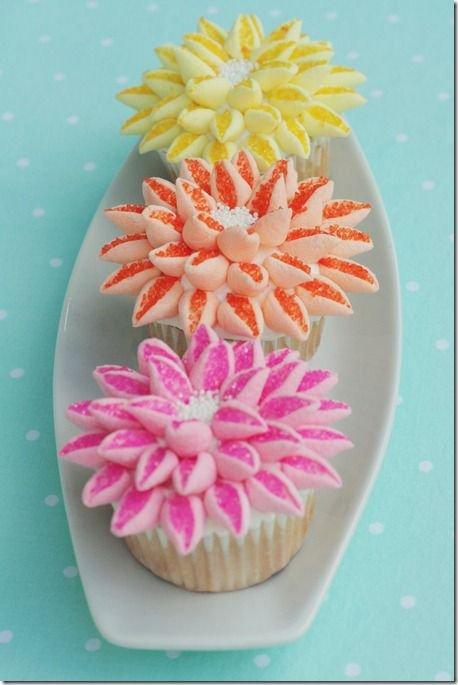 Как седлать цветок из маршмэллоу для украшения капкейков