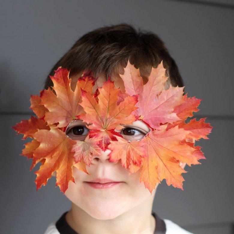 Маска из листьев на Хэллоуин для ребенка