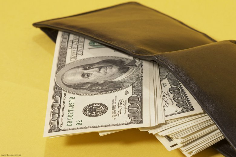 Как правильно хранить деньги в кошельке