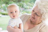 Топ 10 странных бабушкиных советов по уходу за ребенком