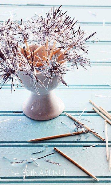 Новогоднее украшение: бенгальские огни из мишуры