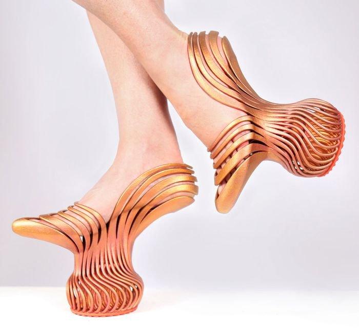 Самая странная обувь на каблуках