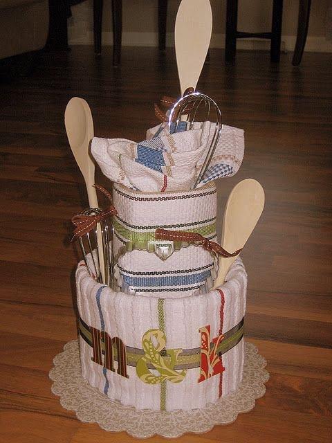 Подарок на 8 Марта: торт из кухонных полотенец
