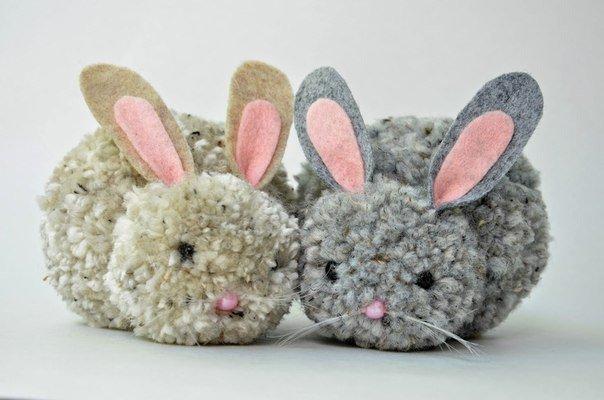 Поделка к Пасхе: кролики из помпонов