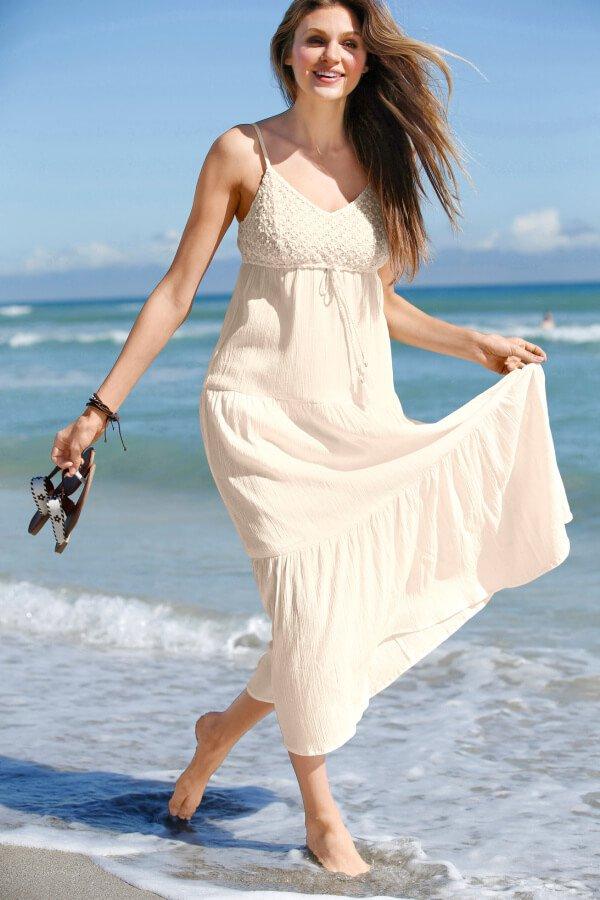 Белое платье для свадьбы на пляже