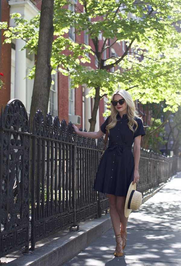 Свежая идея для летнего офисного стиля: платье-рубашка