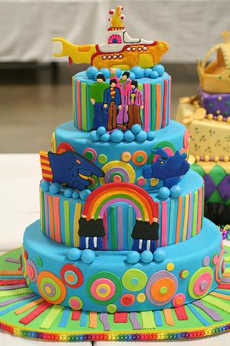 Необычный декор свадебного торта