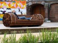Необычная садовая скамья из бамбука