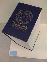 Википедия поместилась в книгу